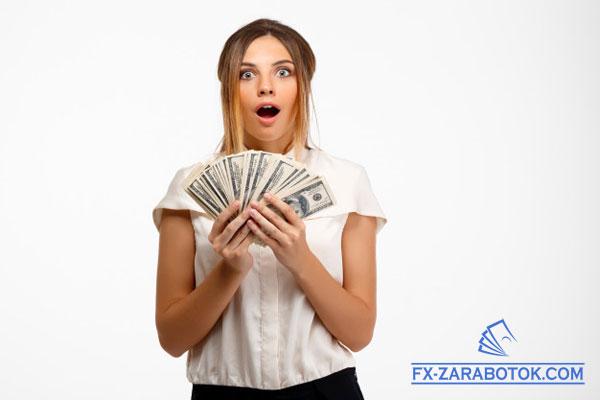 девушка с долларами в руках