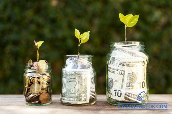 доллары в стеклянных банках