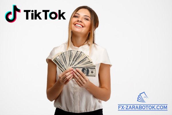 красивая девушка с долларами в руках
