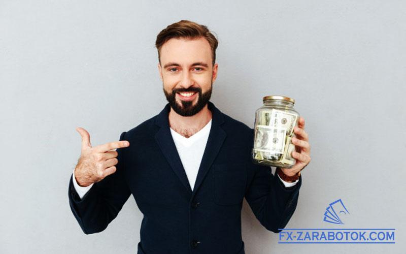 мужчина-американец-с-долларами-в-банке.jpg