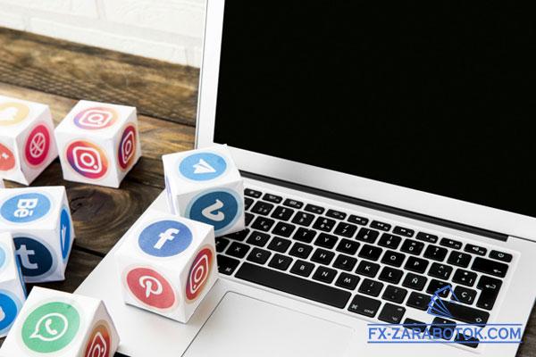 ноутбук с кубиками социальных сетей