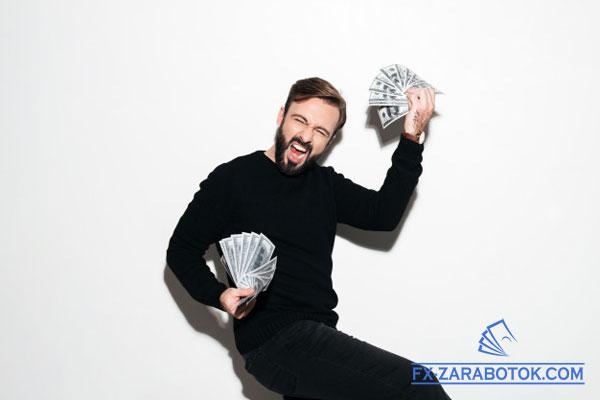 радостынй парень с долларами