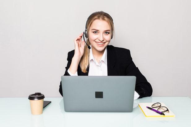 девушка-онлайн-консультант